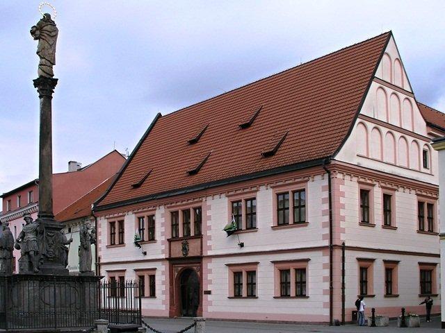Původní radnice na starém náměstí v Sokolově